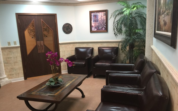 Our Comfortable Lobby - Periodontist Sunrise - Plantation - Florida
